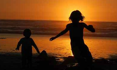 02_kids_ocean_beach