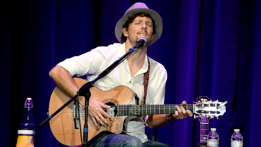 """Musician Jason Mraz performs onstage during the Country Music Hall Of Fame; Museum's """"All For The Hall"""" fundraising concert at Club Nokia on March 4, 2014 in Los Angeles, California."""