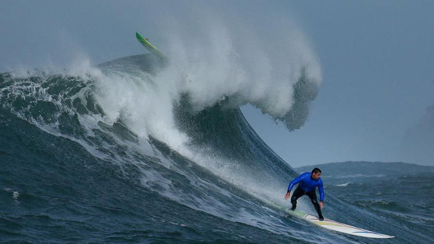 4_mavericks_surfing1