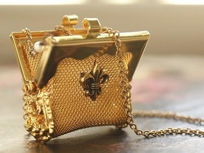 Carry Me - vintage mesh metal purse necklace