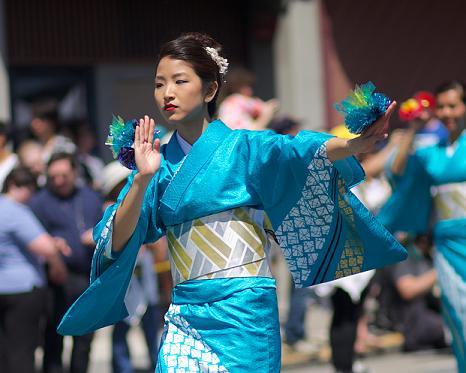 Cherry_Blossom_Parade_Dancer