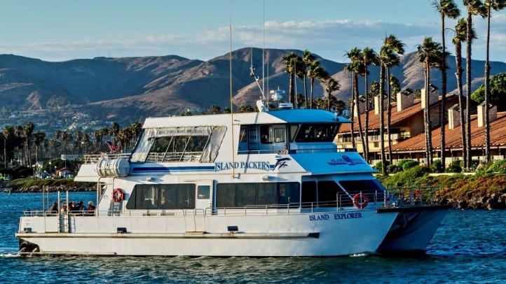 Explorer in Harbor on Dinner Cruise_Dan Harding