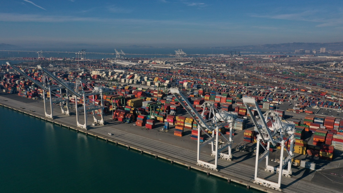 Dock Worker Falls to Death at Port of Oakland