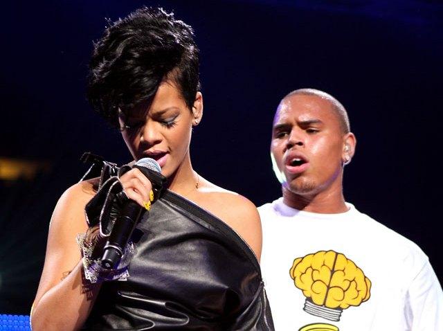 031209 Rihanna-and-Chris-Brown duet