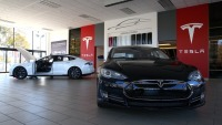 US Agency Probes Touch-Screen Failures in Tesla Model S