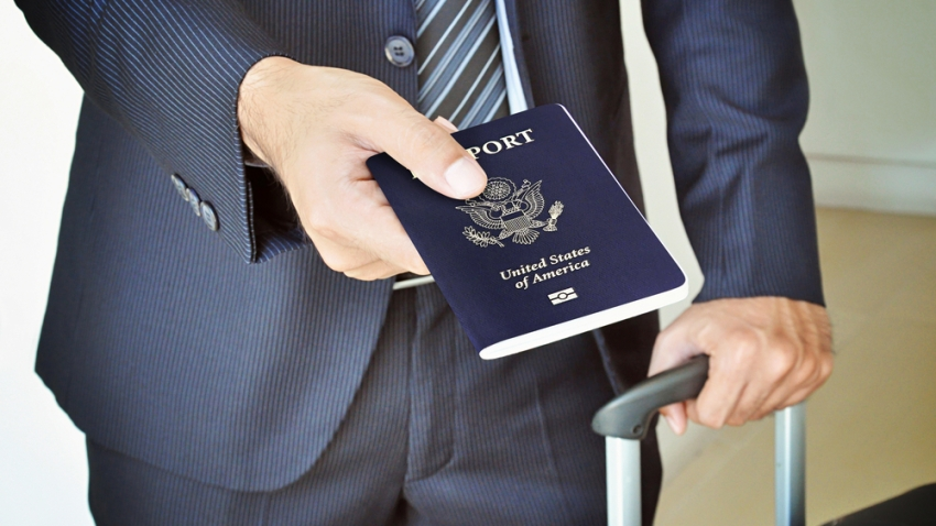 TLMD-pasaporte-estadounidense-us-passport-shutterstock_215769361