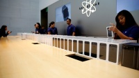 California Apple Stores Must Pay Workers During Bag Searches
