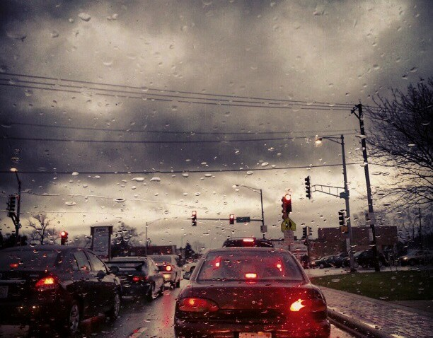 [chicagogram] Driving by grand #grandave#rivergrove#illinois#cloud#storm#apocalipsis#apocalypsis#diciembre#december#12212012#endoftheworld#findelmundo#apocalipse#storm#cloudporn#traffic#chigram#chitown#instachi#igers#igdaily#redlight#red#weather#mell