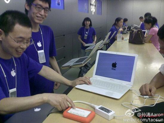 fake-macbook-air-apple-store-genius-bar-help-thumb-550xauto-67736