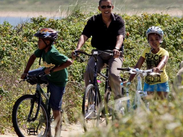 obama bikes with girls-640