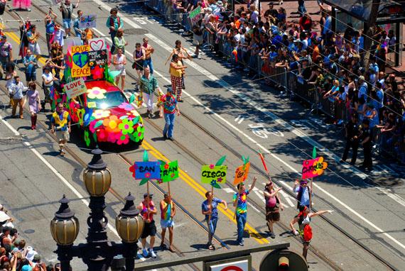 parade09_gaymenschorus001_RickGerharter_570w