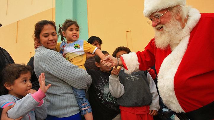 santa-children-84026160