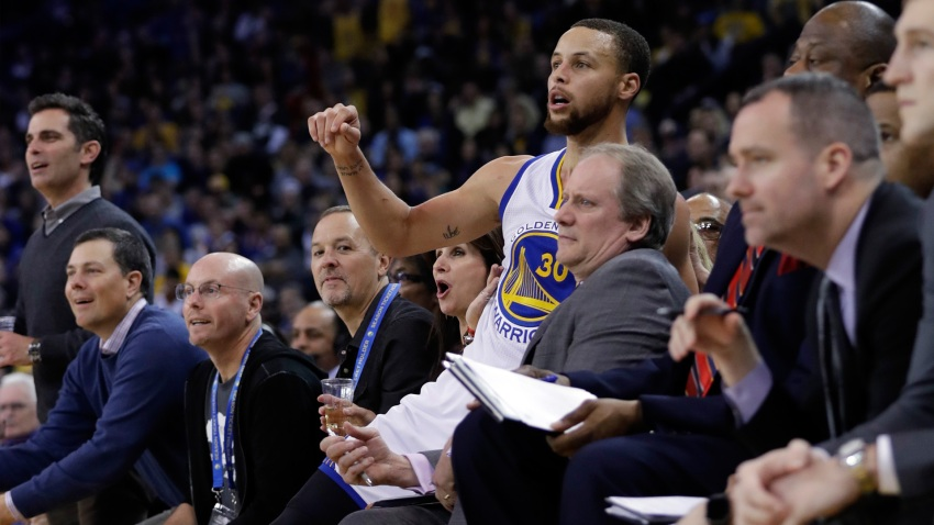 [CSNBY] Curry in rhythm like sweet music bumping throughout Oracle Arena