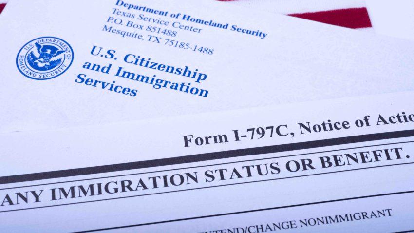 tlmd-ayuda-servicio-inmigracion-USCIS-generica-shutterstock_1198786960