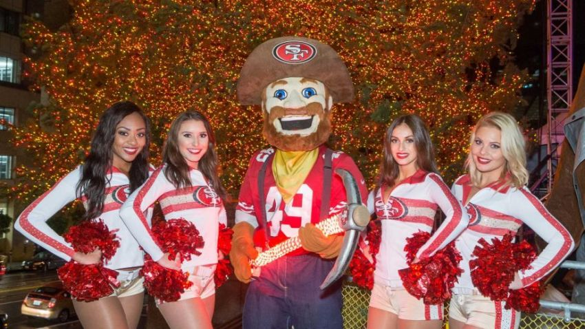 49ers Gold Rush Cheerleaders are ready for the holidays