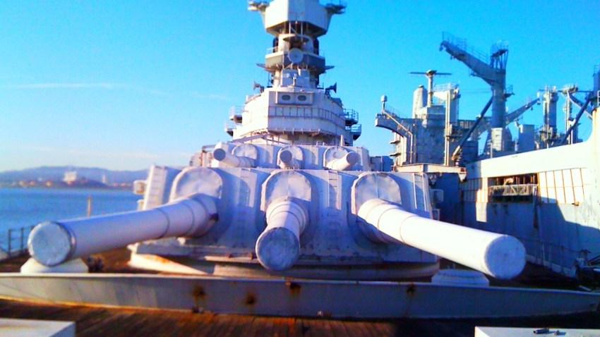 uss_iowa_battleship_guns