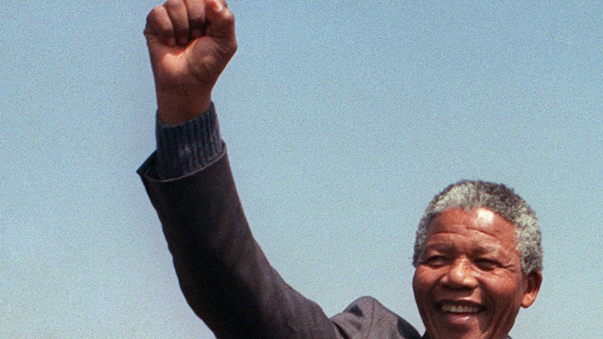 A picture taken on Sept. 5, 1990, shows anti-apartheid leader and African National Congress (ANC) member Nelson Mandela raising fist while addressing in Tokoza a crowd of residents from the Phola park squatter camp during his tour of townships.