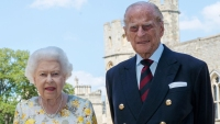 William Urges Public to Follow Queen's Example and Get Jab