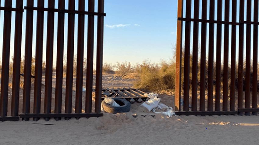 hueco en la barda fronterriza de Calexico y Mexicali