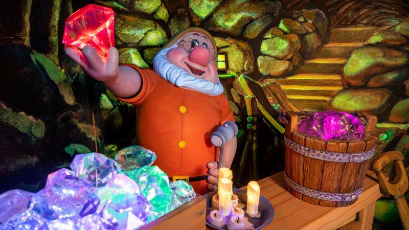 'Snow White's Enchanted Wish' Debuts at Disneyland