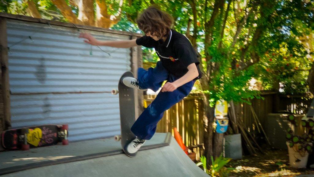 skateboarder demonstrating a switch blunt