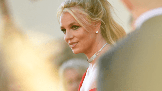 Britney Spears poses on the red carpet