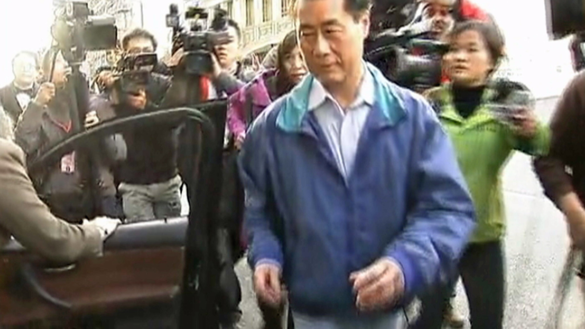 Leland Yee leaves the federal building in San Francisco, Wednesday, March 26, 2014.