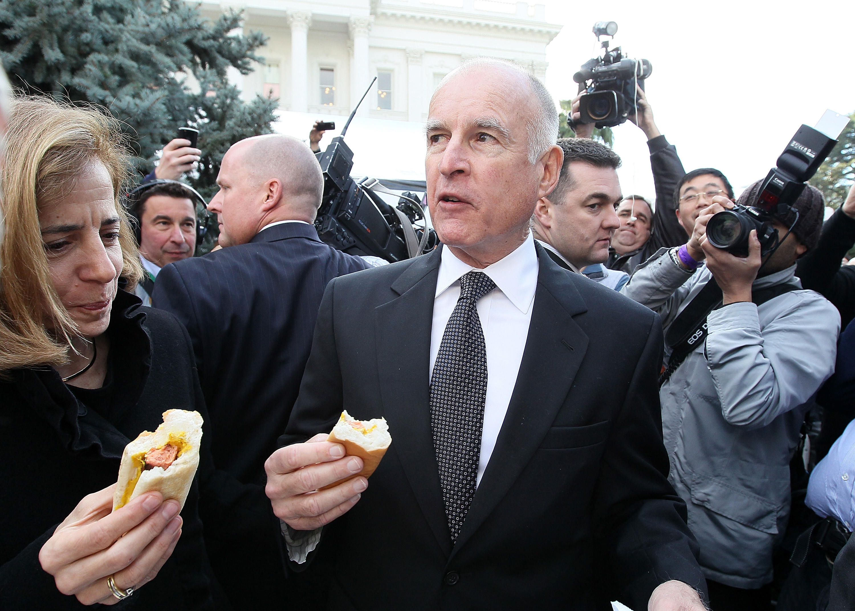 A low budget inauguration included a meal of hot dogs on the lawn for new Gov. Jerry Brown.