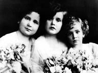 Zsa Zsa Gabor                                 family      1923