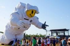 Music Festival Bans Selfie Sticks on Festival Grounds