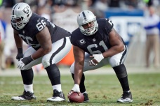 Raiders' Offensive Line to Protest During Anthem: Report