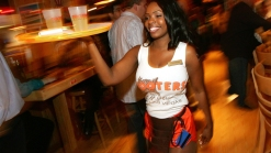 Hooters Welcomes Moms With Kids for Mother's Day