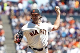 Images: Giants Beat Cubs, 2-0
