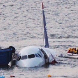 Plane Crashes Into Hudson: Hero Pilot Saves Everyone