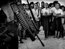 Pulitzer Prize Winning Photojournalist Kim Komenich Talks About His Photos Taken During the Philippine Revolution 30-Years Later