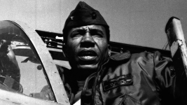 Frank E. Petersen Jr., Marines' First Black Aviator and General, Dies at 83