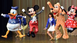 Service Dog Goes Wild Over Meeting Pluto in Disneyland