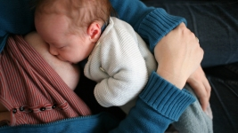 Moms Should Breastfeed Babies Longer: Experts