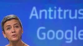 EU Fines Google a Record $5B Over Mobile Practices