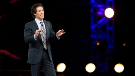 6 Arrested After Heckling Joel Osteen During Sermon