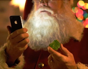 Apple Proves Santa Uses Siri to Organize His Deliveries