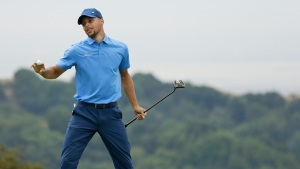 Warriors Star Curry Makes Professional Golf Debut in Hayward