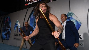 'Aquaman' Jason Momoa Leads Haka Dance at Premiere