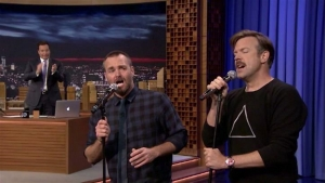 'Tonight': Will Forte and Jason Sudeikis Sing 'Can't Fight This Feeling'