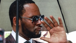 Illinois Judge Orders R. Kelly to Stand Trial Sept. 14