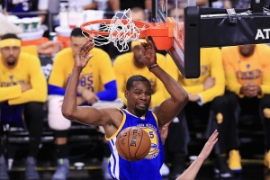 Warriors Sweep Spurs, Advance to Third Straight NBA Finals