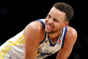 Curry Scores 39, Warriors Fight Off Nets' Rally in Brooklyn