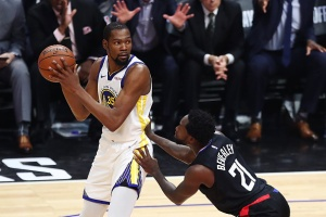Warriors Start, Finish Strong to Take Game 3 Over Clippers