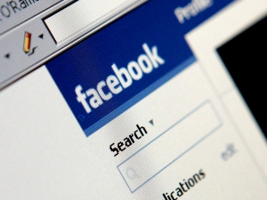 Facebook Poaches Googler for CMO