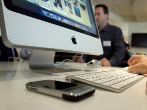 Wireless Charging Coming to iMacs?